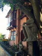 Hemingway Inn, Barrio Amon