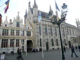 Stadhuis, Burg 12