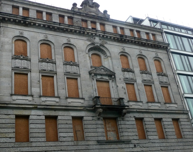 Still buildings that have not been renovated