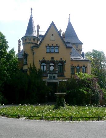Building along Am Grossen Wannsee