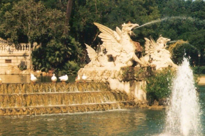 Pond Dragon Fountain, Parc de la Ciutadella, excuse the poor photo quality but this was a long time ago!