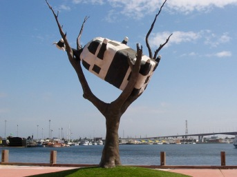 Cow Up a Tree sculpture by John Kelly, Melbourne Docklands